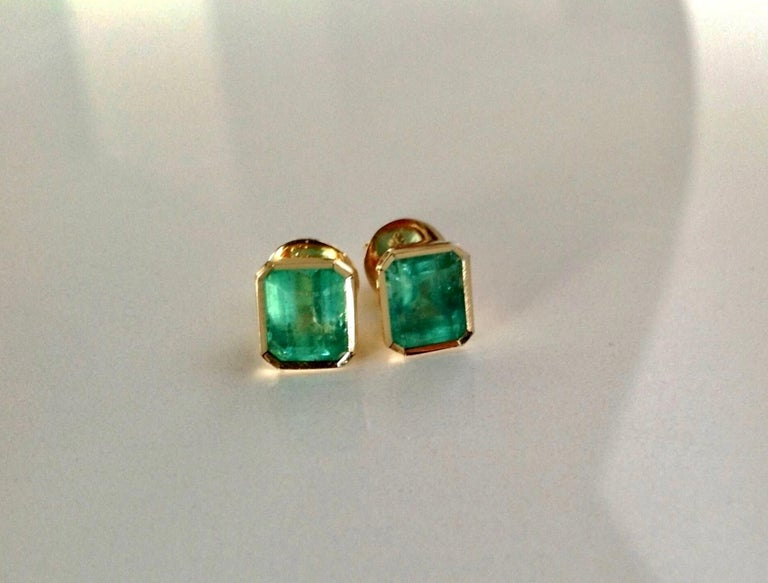 2.47 Carat Natural Colombian Emerald Stud Earrings 18 Karat Yellow Gold For Sale 2