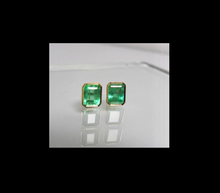 2.47 Carat Natural Colombian Emerald Stud Earrings 18 Karat Yellow Gold For Sale 3
