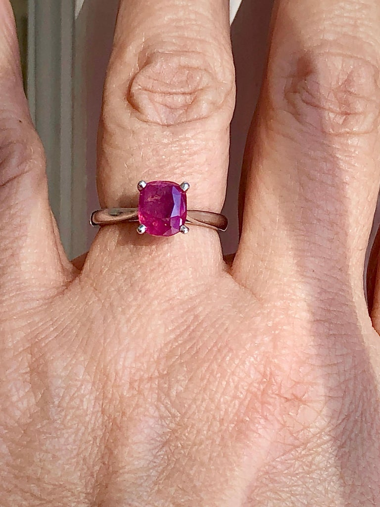Contemporary 2.48 Carat Certified Untreated Ruby Engagement Solitaire Ring Platinum For Sale