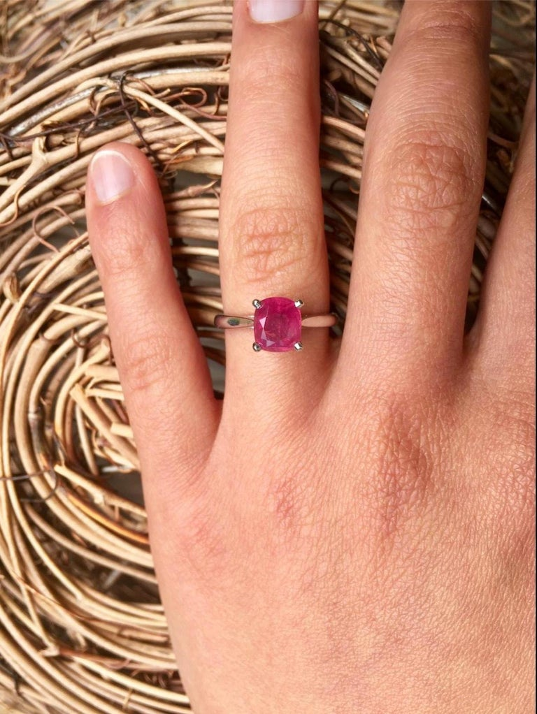 2.48 Carat Certified Untreated Ruby Engagement Solitaire Ring Platinum For Sale 1