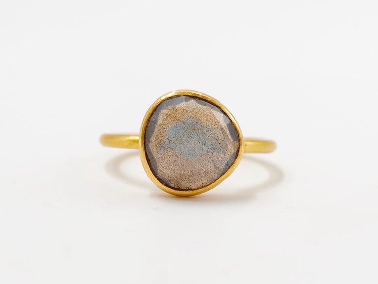 Contemporary 2.48 Carat Labradorite Rose Cut Faceted 22 Karat Gold Ring For Sale