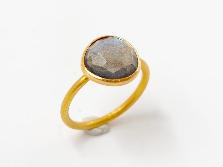 2.48 Carat Labradorite Rose Cut Faceted 22 Karat Gold Ring In New Condition For Sale In Paris, Paris