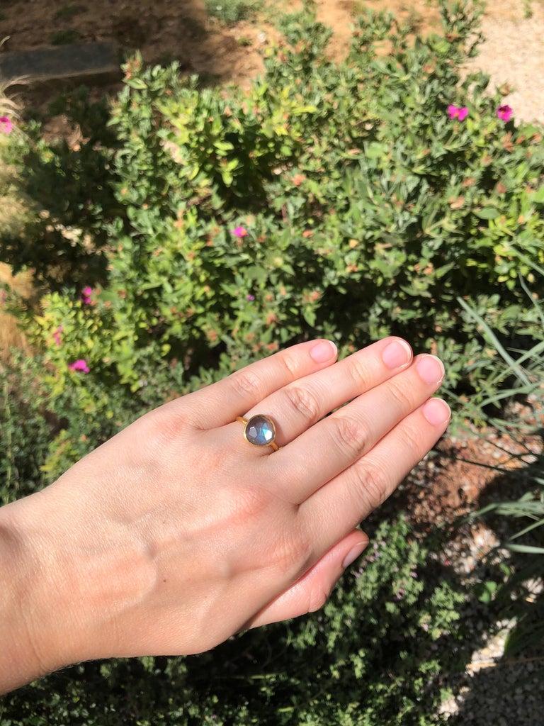 Women's or Men's 2.48 Carat Labradorite Rose Cut Faceted 22 Karat Gold Ring For Sale