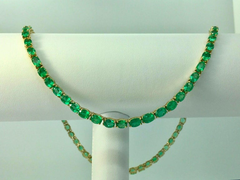 Oval Cut 25 Carat Natural Oval Colombian Emerald Necklace 18 Karat Yellow Gold
