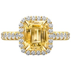 2.5 Carat Natural Untreated Yellow Sapphire Diamonds 18 Karat Yellow Gold Ring
