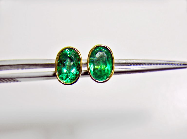 2.50 Carat Natural Colombian Emerald Oval Stud Earrings 18 Karat Yellow Gold For Sale 2