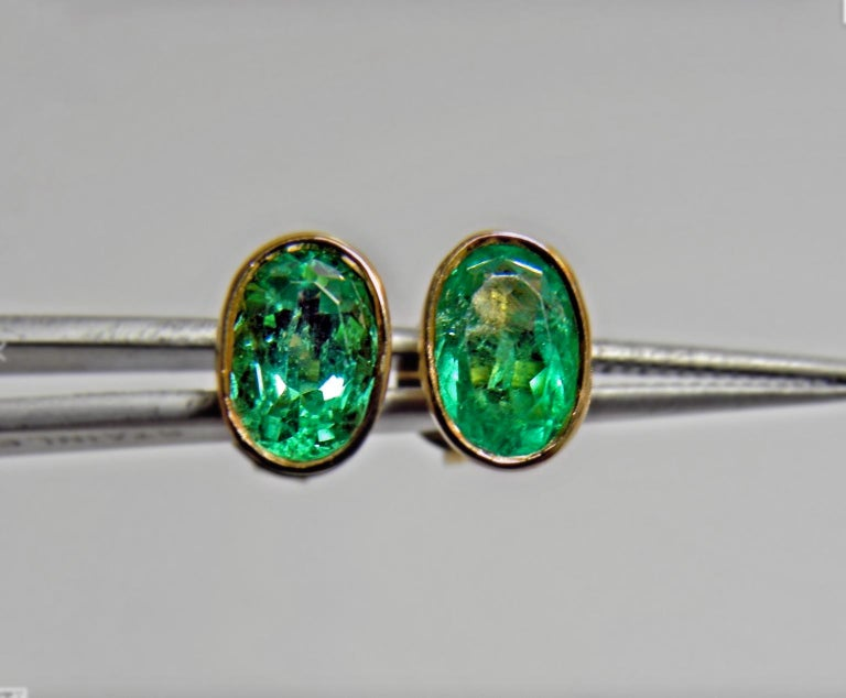 2.50 Carat Natural Colombian Emerald Oval Stud Earrings 18 Karat Yellow Gold For Sale 3