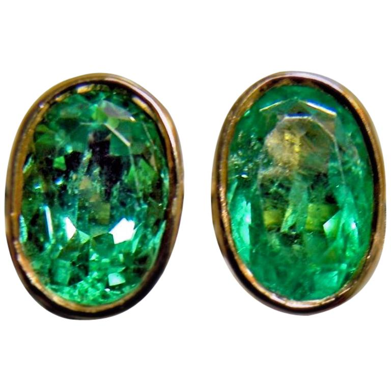 2.50 Carat Natural Colombian Emerald Oval Stud Earrings 18 Karat Yellow Gold For Sale