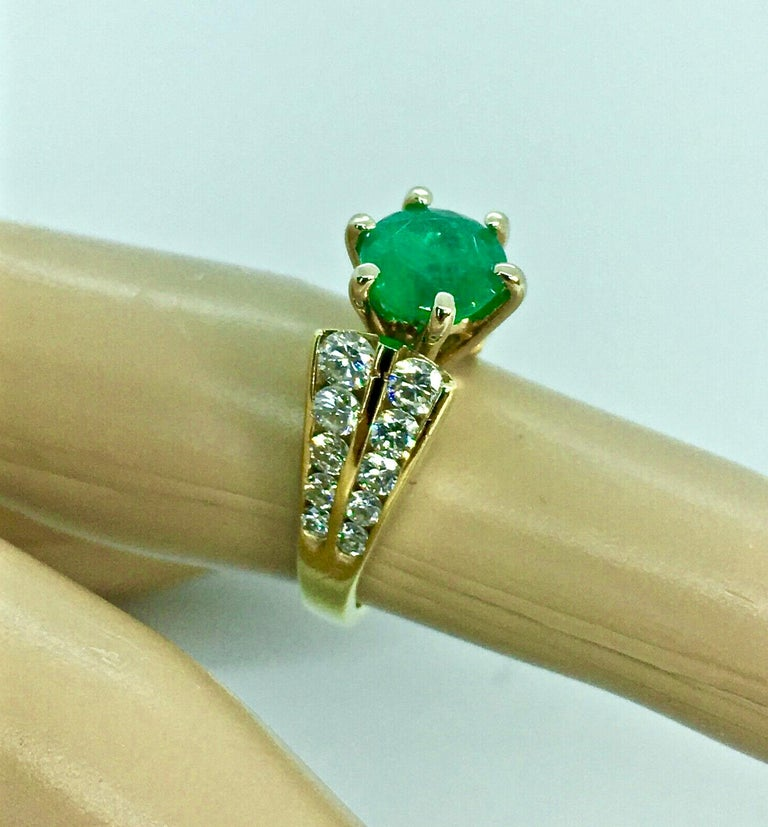 2.50 Carat Natural Round Colombian Emerald Solitaire Ring Diamond Accents 14K In Good Condition For Sale In Brunswick, ME