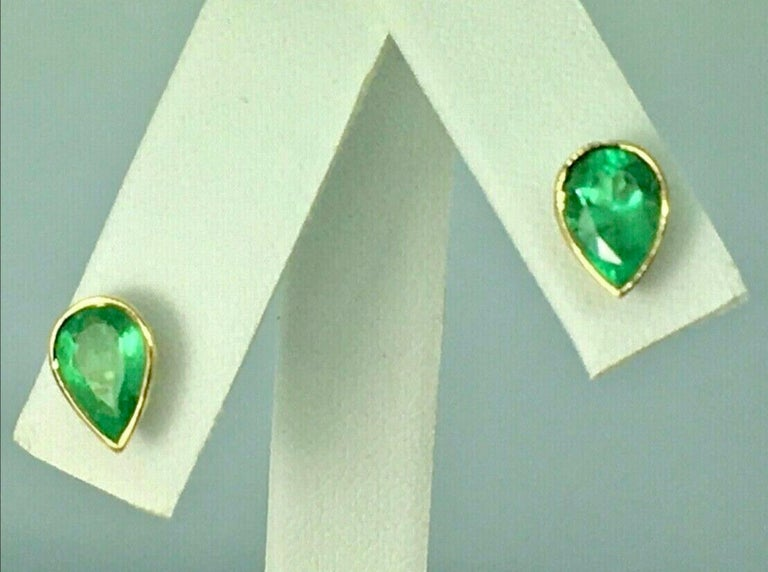 2.50 Carat Pear Cut Colombian Emerald Stud Earrings 18 Karat Yellow Gold In New Condition For Sale In Brunswick, ME
