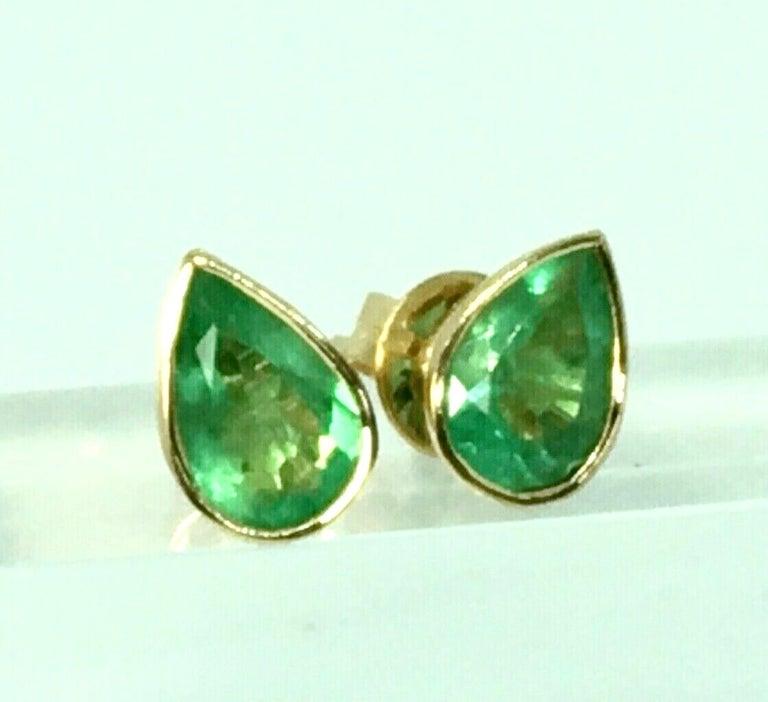 2.50 Carat Pear Cut Colombian Emerald Stud Earrings 18 Karat Yellow Gold For Sale 3