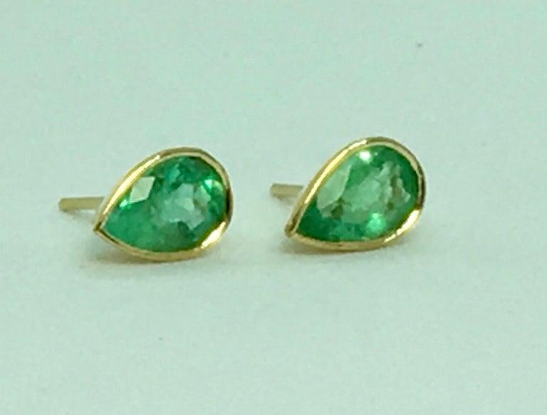2.50 Carat Pear Cut Colombian Emerald Stud Earrings 18 Karat Yellow Gold For Sale 4