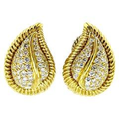 2.50 Carat Round Brilliant Diamond Pave 18 Karat Gold Leaf Clip Earrings