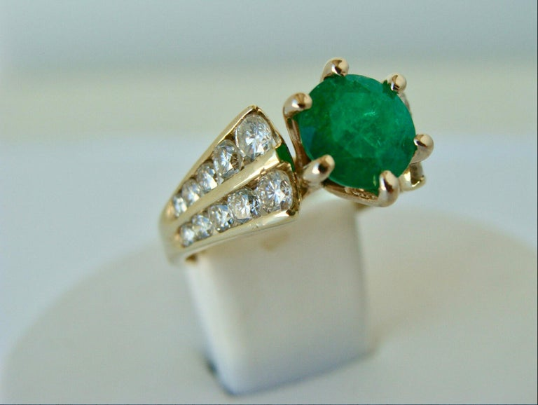 Victorian 2.50 Carat Natural Round Colombian Emerald Solitaire Ring Diamond Accents 14K For Sale