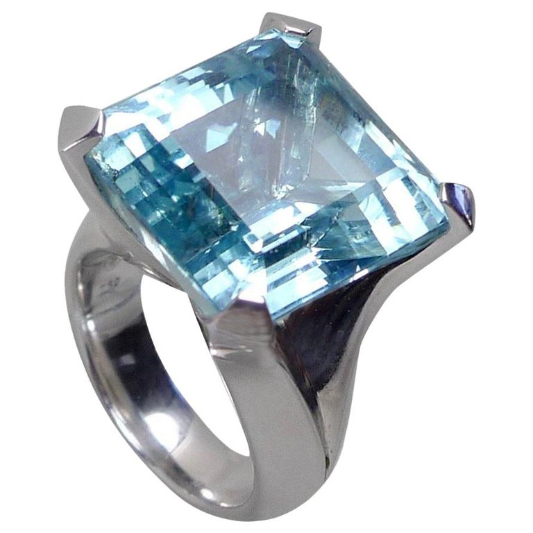 25.02 Carat Natural Aquamarine Solitaire White Gold Cocktail Ring For Sale