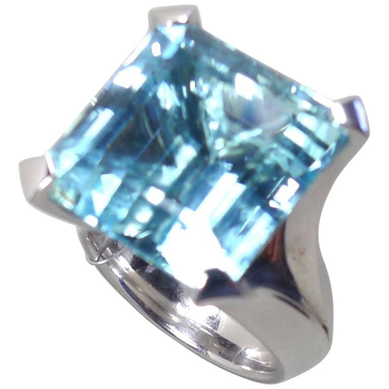 Emerald Cut 25.02 Carat Natural Aquamarine Solitaire White Gold Cocktail Ring For Sale