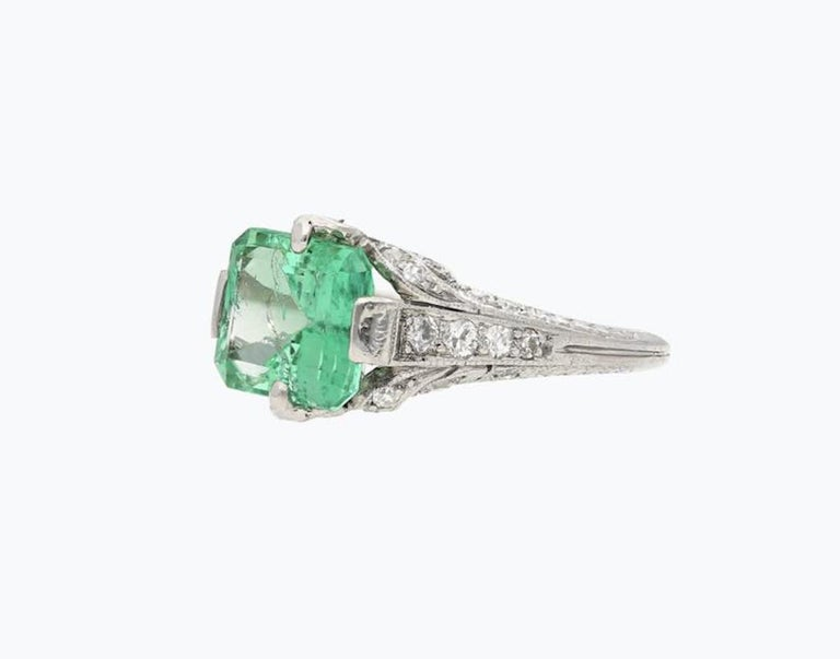 2.52 Carat Art Deco Colombian Emerald and Diamond Engagement Ring In Good Condition In Miami, FL