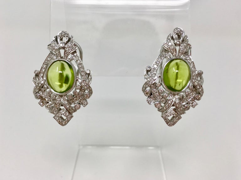 2.52 Carat White Round Brilliant Diamond And 17.34 Carat Peridot Pendant Set.  For Sale 2