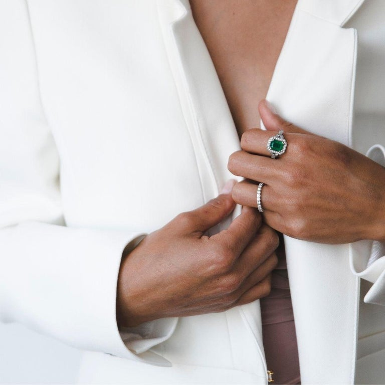 2.53 Carat Emerald & Diamond Ring in 14 Karat White Gold, Shlomit Rogel In New Condition For Sale In Ramatgan, IL