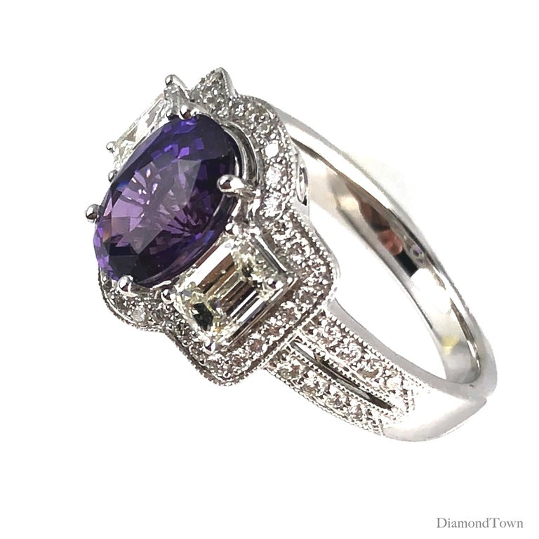 GIA Certified 2.55 Carat Oval Cut Bicolor Sapphire and 1.16 Carat Diamond Ring In New Condition For Sale In New York, NY