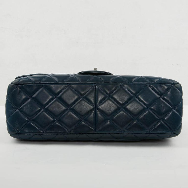 2.55 Maxi CHANEL Bag  In Excellent Condition For Sale In Paris, FR