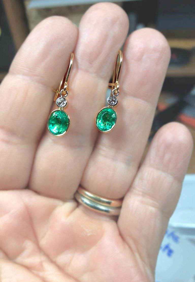 Contemporary 2.60 Carat Natural Colombian Emerald Diamond Dangle Earrings 18 Karat Gold For Sale