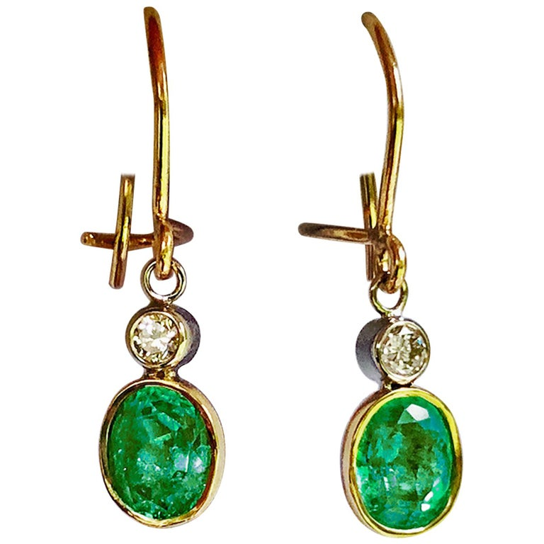 2.60 Carat Natural Colombian Emerald Diamond Dangle Earrings 18 Karat Gold For Sale