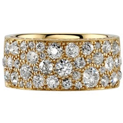 Approx 2.65ctw Mixed Cut Diamonds Set in a Handcrafted Gold Cobblestone Band