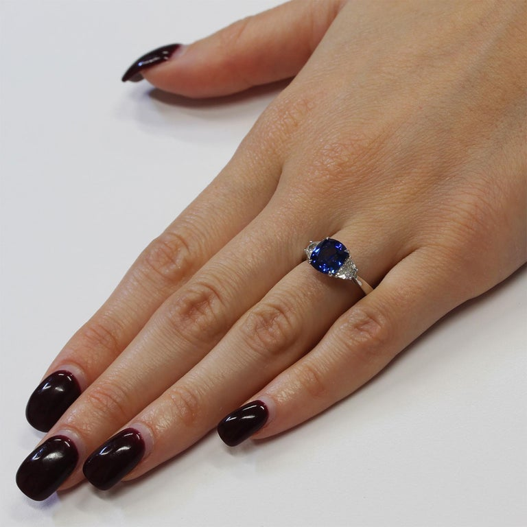 2.66 Carat Sapphire and Diamond White Gold Three-Stone Ring In New Condition For Sale In New York, NY