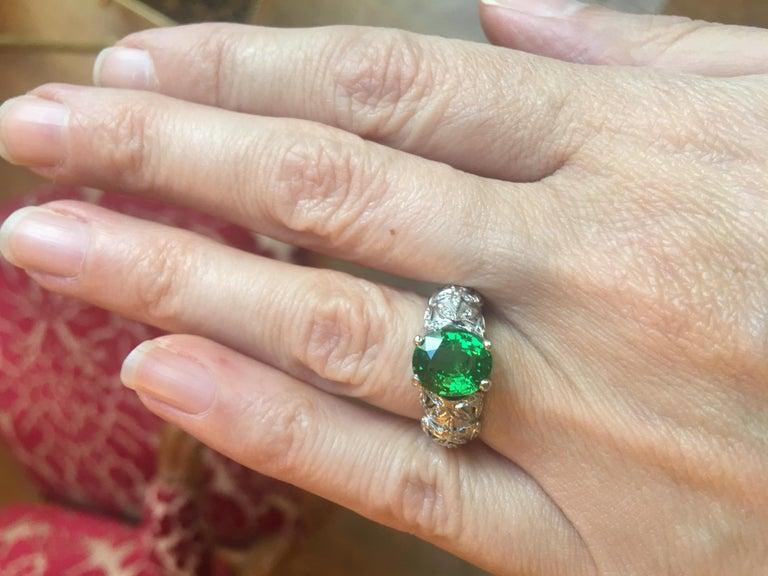 Contemporary 2.67 Carat Oval Tsavorite Garnet Diamonds 18 Karat White Gold Ring For Sale