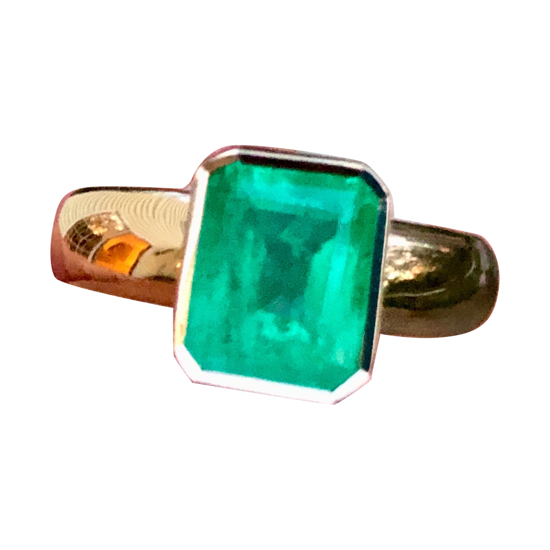 2.68 Carat Natural Colombian Emerald Solitaire Engagement Ring 18 Karat Gold