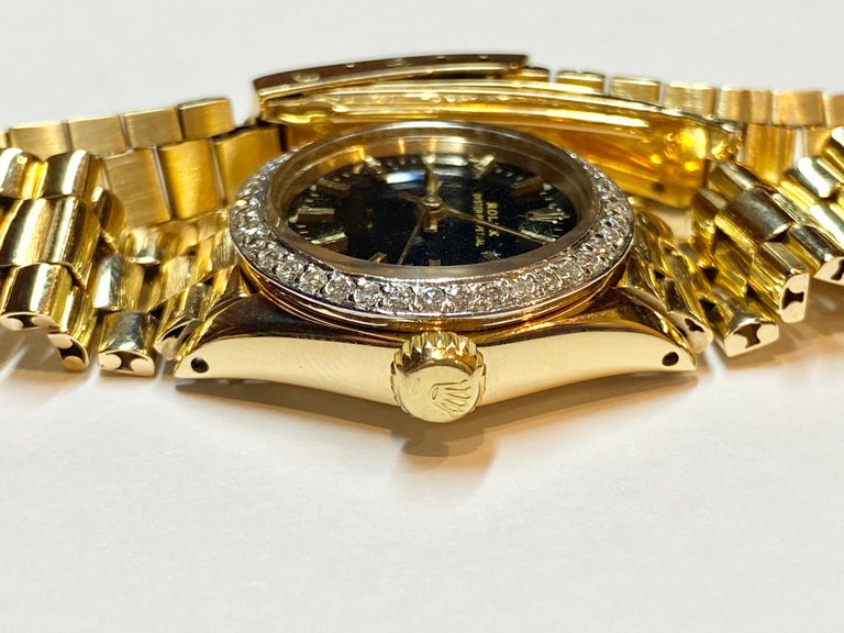 Rolex Oyster Perpetual Black Face/Diamond Bezel Rolex in 18k Yellow Gold In Excellent Condition For Sale In Miami, FL