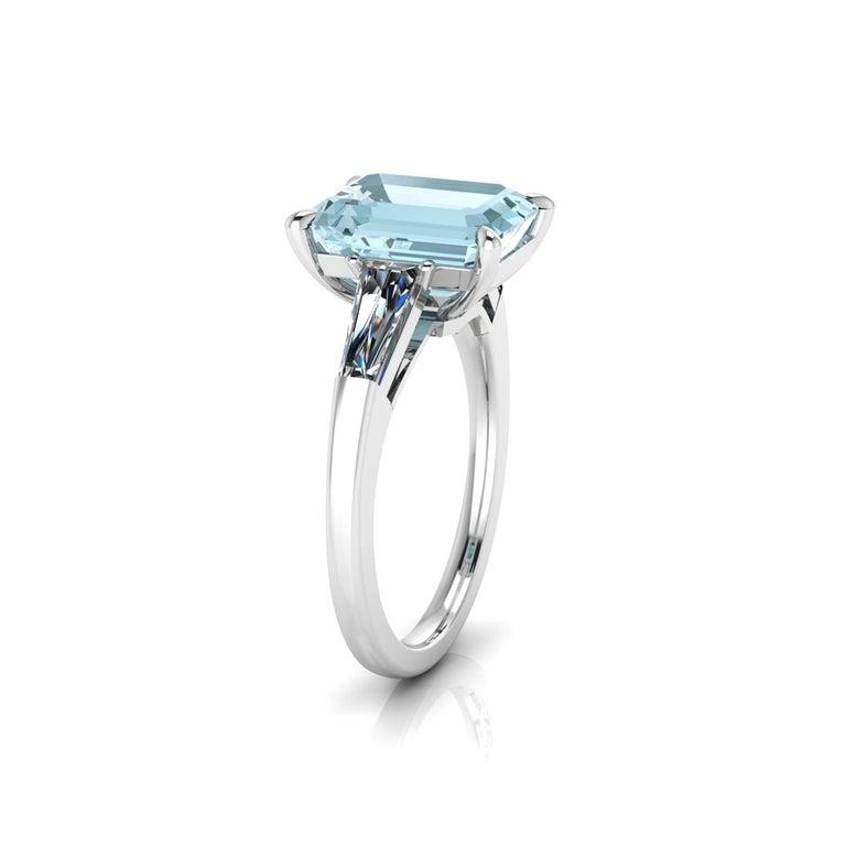 Art Deco 2.70 Carat Emerald Aquamarine 0.40 Carat Baguette Diamonds Cocktail Ring For Sale