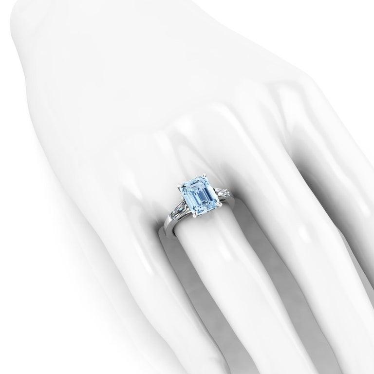 Women's 2.70 Carat Emerald Aquamarine 0.40 Carat Baguette Diamonds Cocktail Ring For Sale