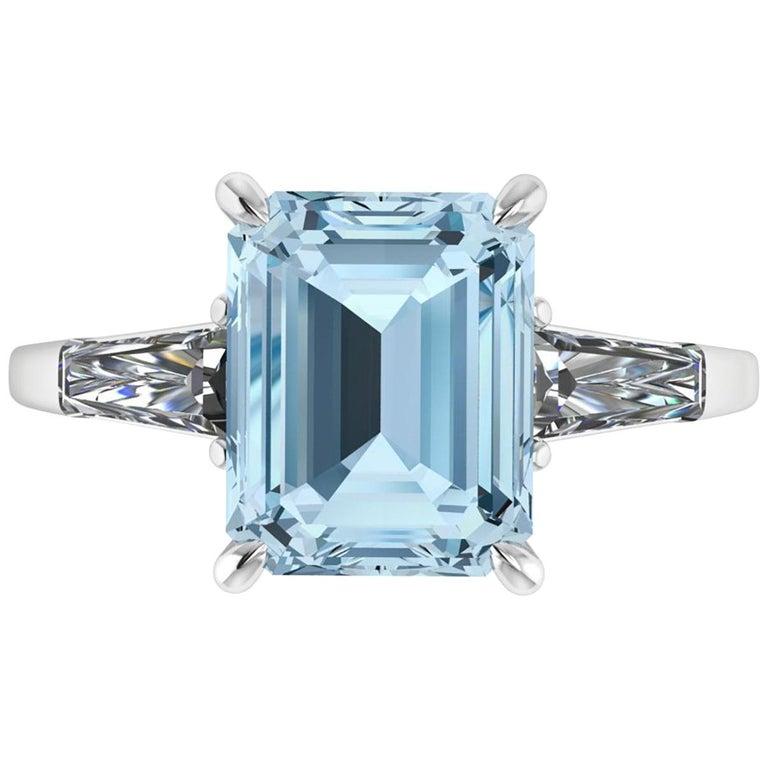 2.70 Carat Emerald Aquamarine 0.40 Carat Baguette Diamonds Cocktail Ring For Sale