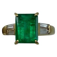 2.72 Carat Fine Vivid Green Colombian Emerald Diamond 18 Karat Yellow Gold Ring