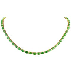 27.25 Carat Emerald 18 Karat Solid Yellow Gold Diamond Necklace