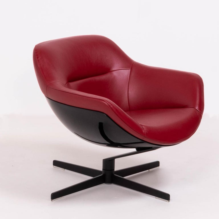 Designed by Jean-Marie Massaud for Cassina in 2005, the 277 Auckland chair is a modern reinterpretation of the timeless lounge chair.