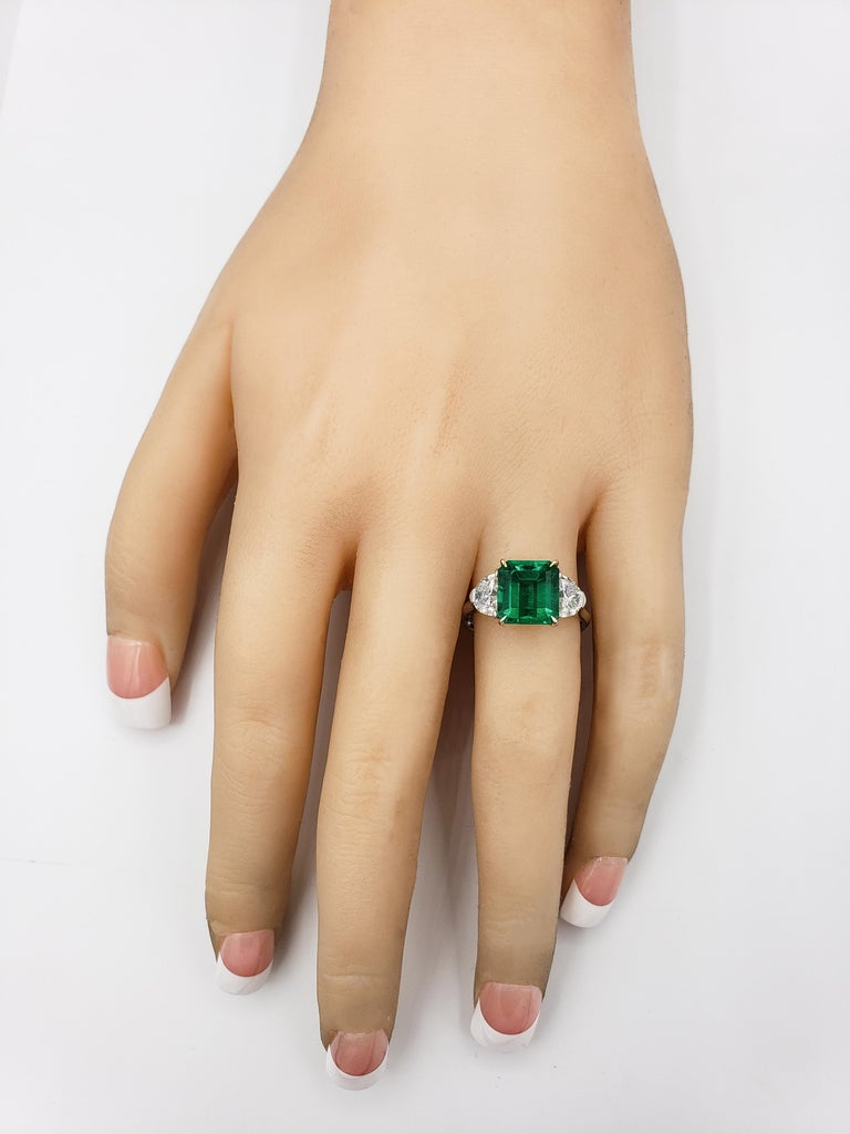 2.77 Carat Colombian Emerald and Diamond Three-Stone Engagement Ring In New Condition For Sale In New York, NY