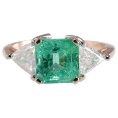 2.82 Carat Emerald and 1.4 Carat Diamond Ring 14 Karat Yellow Gold Ring 4.2g