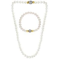 286 Akoya Pearls Strand Necklace and Bracelet Set 18 Karat Gold/ Diamond Clasp