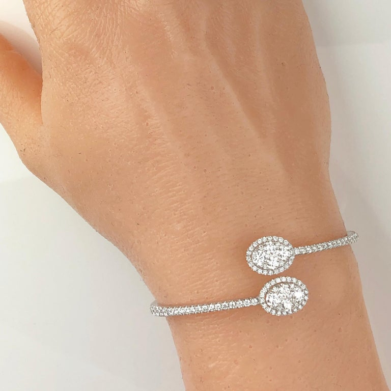 2.88 Carat Diamond Bangle Bracelet in 18 Karat White Gold by Diamond Town In New Condition For Sale In New York, NY