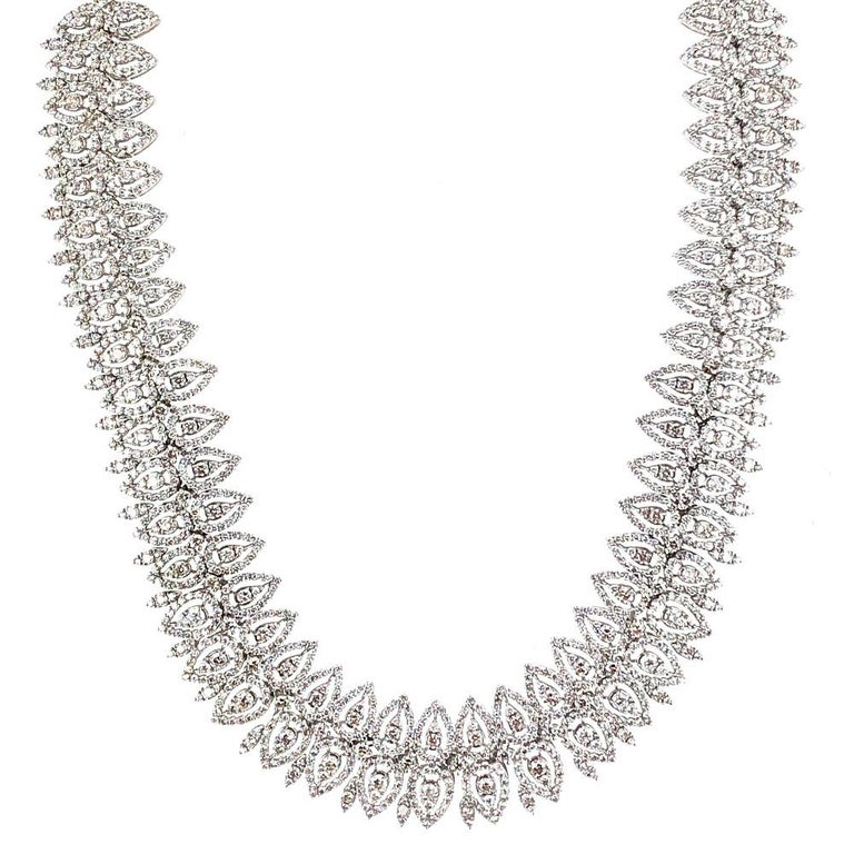 29 Carat Wide Diamond 18 Karat White Gold Necklace In Excellent Condition For Sale In Boca Raton, FL