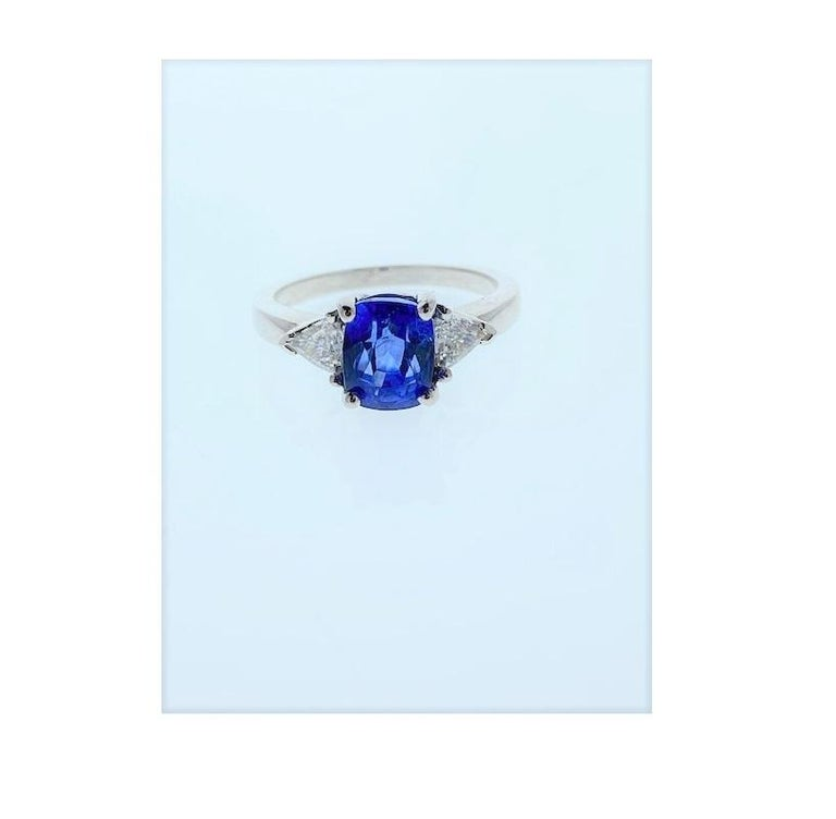 Contemporary 2.90 Carat Cushion Cut Blue Sapphire and Diamond Cocktail Ring in 18 Karat Gold For Sale