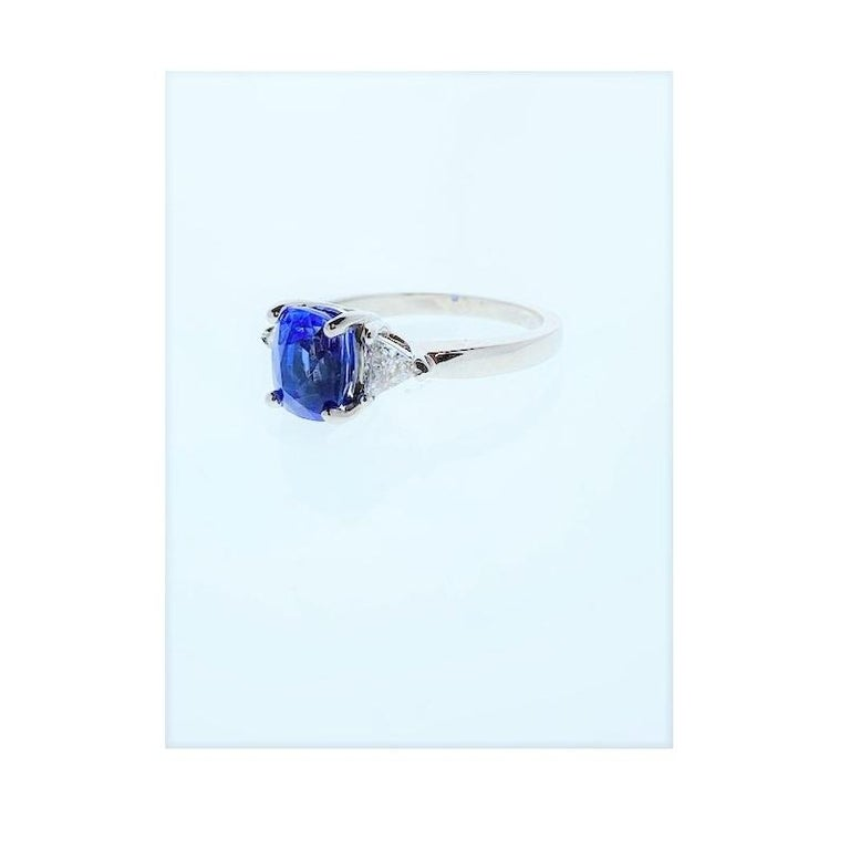 Women's 2.90 Carat Cushion Cut Blue Sapphire and Diamond Cocktail Ring in 18 Karat Gold For Sale