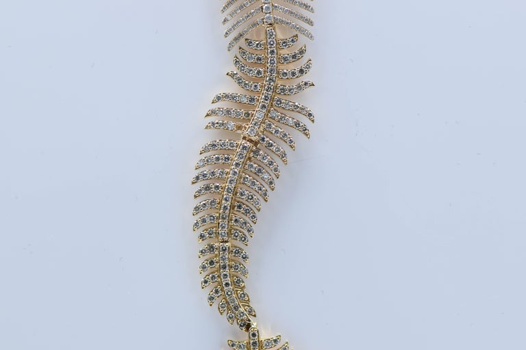Contemporary 2.90 Carat Diamond and Pink Gold Feather Necklace For Sale