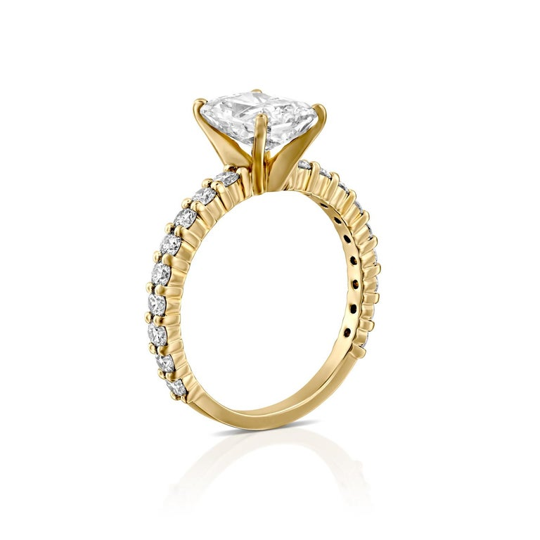 Art Deco 2.90 Carat Radiant Cut Diamond Ring, 18 Karat Yellow Gold Classic Ring For Sale