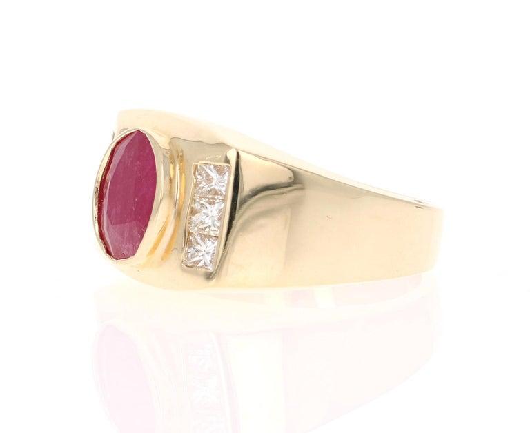 Modern 2.93 Carat Men's Ruby Diamond 14 Karat Yellow Gold Ring For Sale