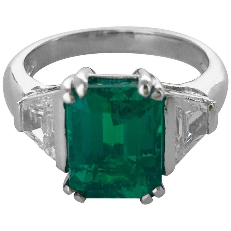 Art Deco 2.94 Carat Colombian Emerald Diamond and Platinum French Ring For Sale