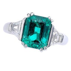 2.60 Carat Colombian Emerald Diamond and Platinum French Ring